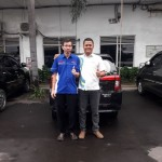 Foto Penyerahan Unit 2 Sales Marketing Mobil Dealer Daihatsu Digger