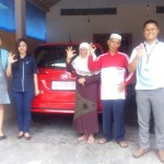 Foto Penyerahan Unit 9 Sales Marketing Mobil Dealer Daihatsu Digger