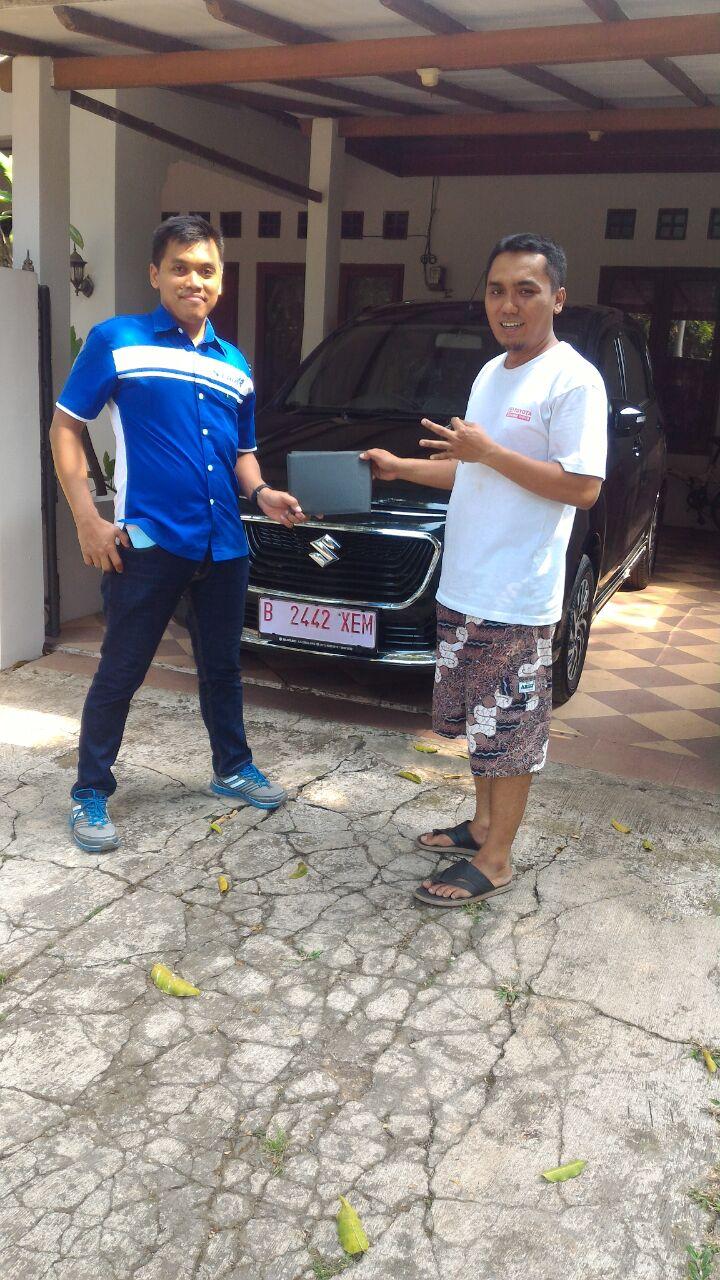 Foto Penyerahan Unit 1 Sales Marketing Mobil Dealer Suzuki Kalimalang Agung
