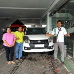 Foto Penyerahan Unit 6 Sales Marketing Mobil Dealer Daihatsu Agung