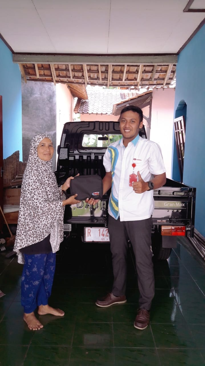 Sales Marketing Mobil Dealer Daihatsu Ronny